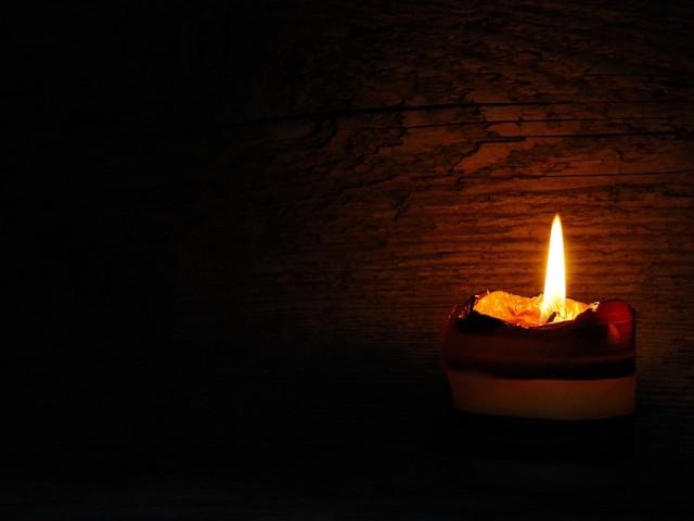 Lumânarea se topește luminând – pr. Iosif Trifa