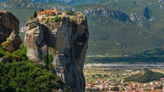Casa zidită pe stâncă – Popa Petru (Săucani)